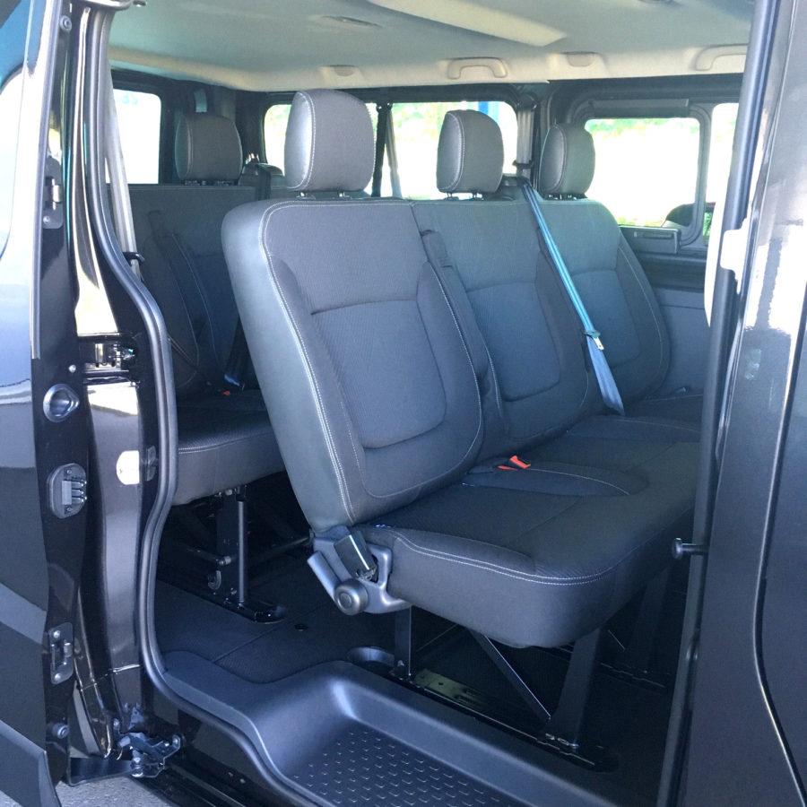 Minibus de 9 places avec chaines à neige et attelage