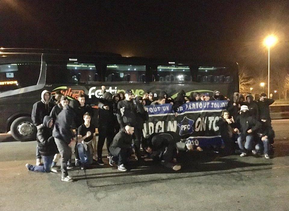 Transport d'un groupe de supporters pour un match de football